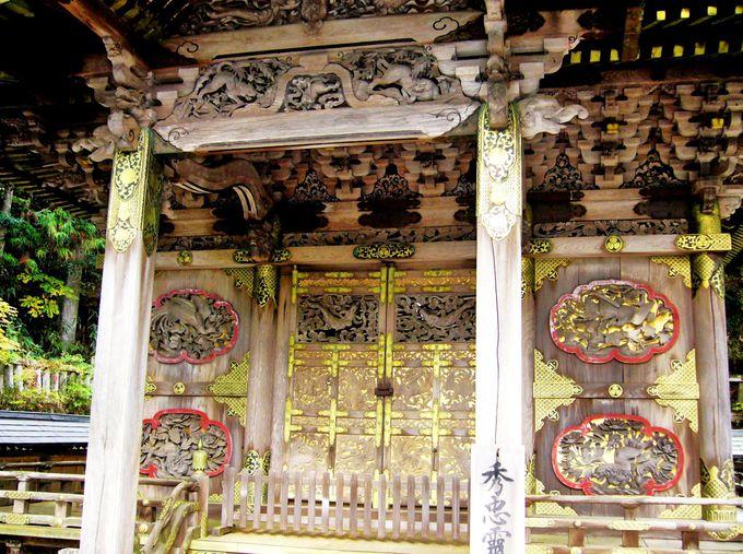 静寂に包まれた世界遺産・弘法大師御廟の「奥之院」と「徳川家霊台」
