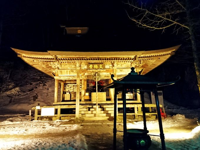 行基が彫り込んだ文殊菩薩を祀る「文殊堂」