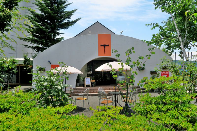 東御ワインの玄関「東御ワインチャペル」