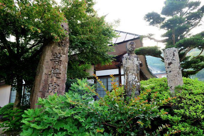 参道(カイド)沿いに残る中世の遺構
