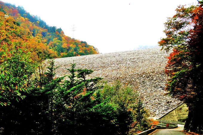 高瀬ダムと着工、竣工同時の兄弟ダム「七倉ダム」