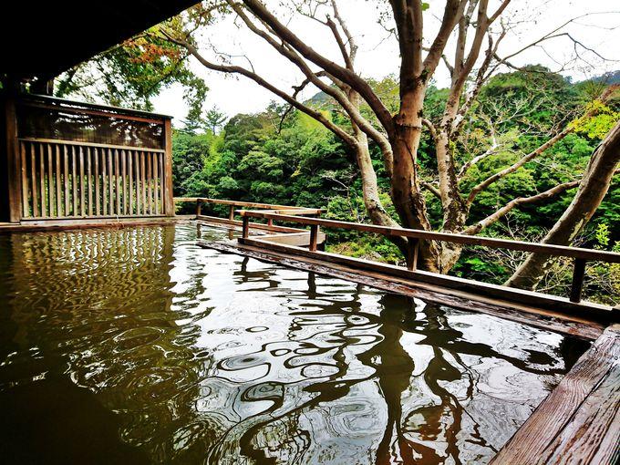 板敷川のほとりに利修仙人が見つけた霊泉「湯谷温泉」