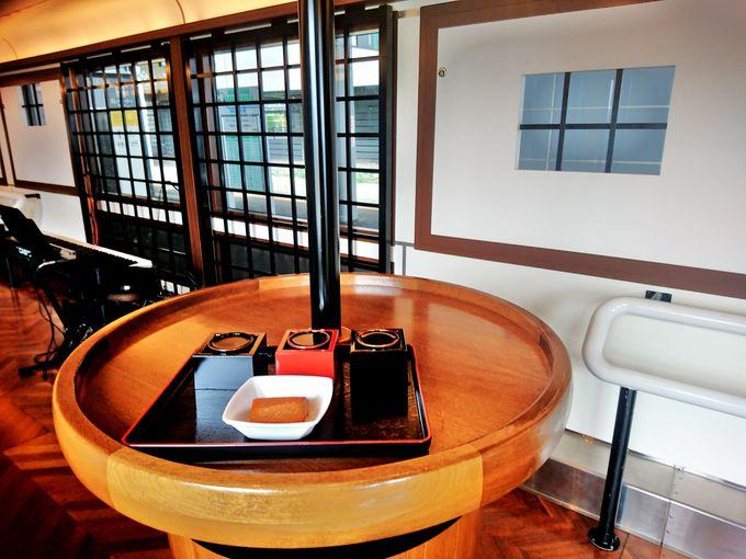 サービスカウンター「蔵守〜Kuramori〜」で地酒や肴を注文