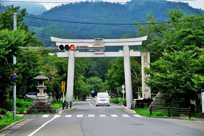 穴太衆積みの石垣残るメインストリート「日吉馬場」