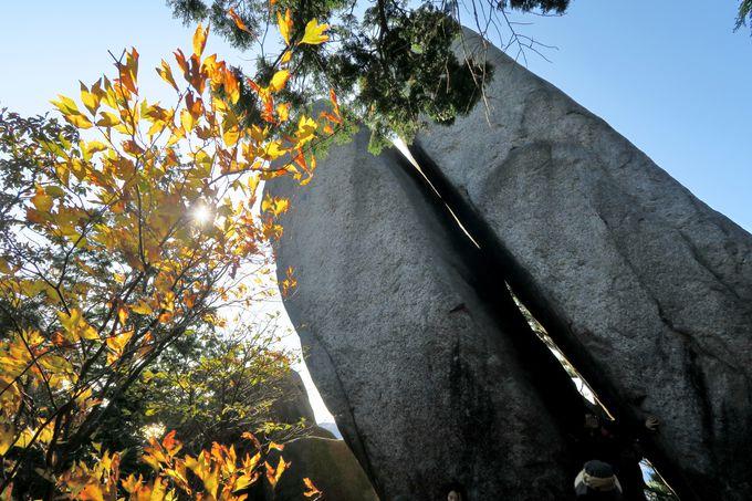 中登山道に現れる奇岩奇石のオンパレード
