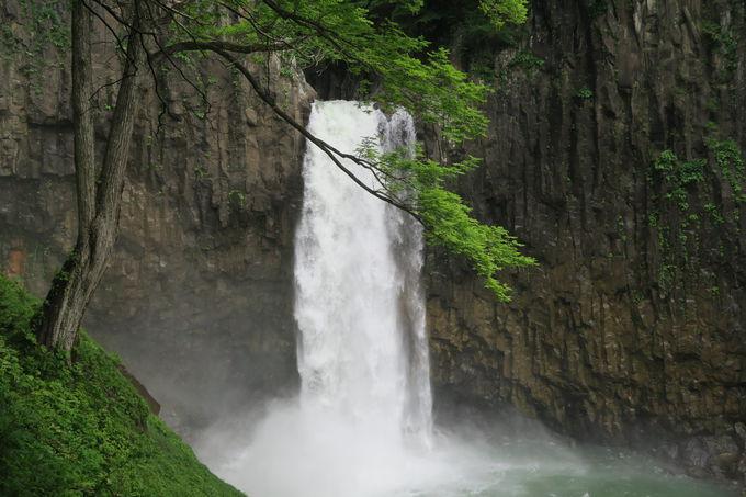 新潟・長野両県側からたっぷり浴びるマイナスイオン