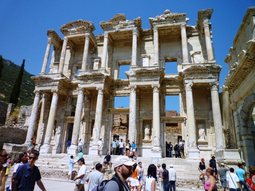 エフェソスの象徴「セルシウス図書館」