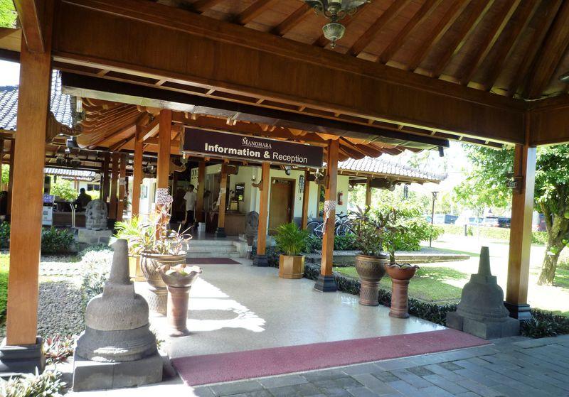 ジャワ島でボロブドゥール三昧なら遺跡至近の「マノハラホテル」!