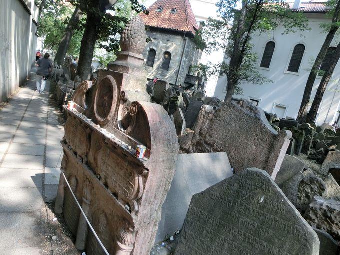 """ラビ・レーフの眠る""""旧ユダヤ人墓地"""""""