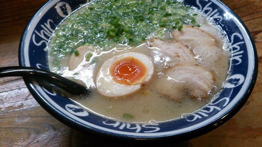 博多駅構内で人気の味を!「博多らーめん Shin Shin」