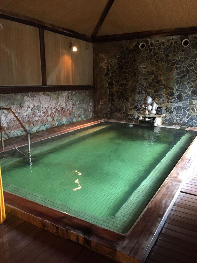 月岡温泉といえば、エメラルドグリーンのお湯。