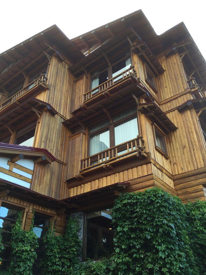 「十和田ホテル」本館の木造建築の美しさと歴史に感嘆!