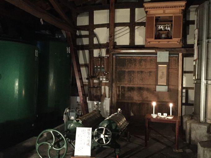 ろうそくの灯りの中で「福禄寿酒造」の酒蔵見学を