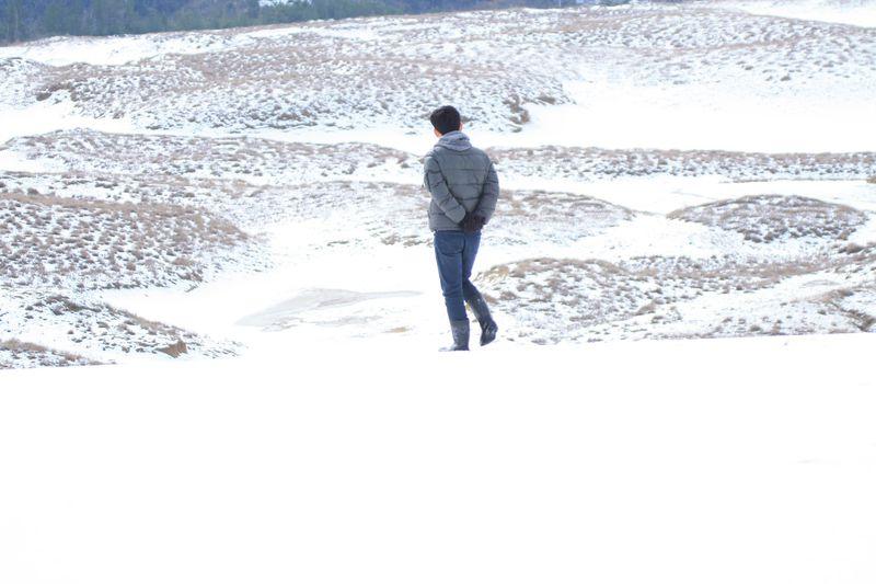 鳥取砂丘に雪が降ると…神秘的すぎる白の絶景が出現!