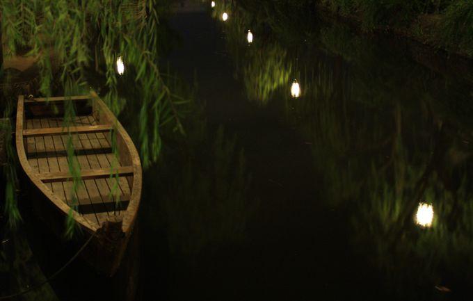 夜の舟は静けさの中に