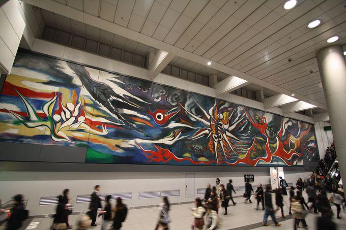 渋谷駅には巨大壁画が!