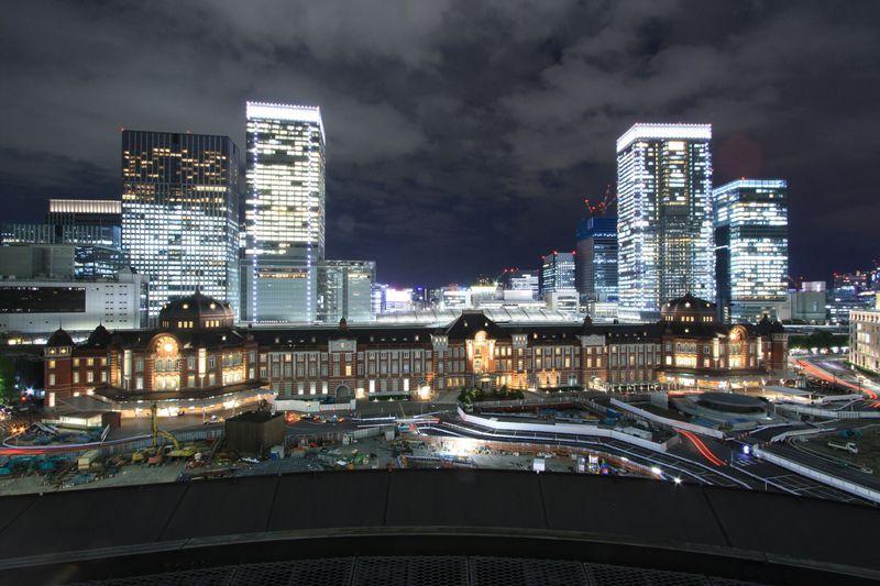 三脚ナシでもOK!東京駅の夜景が綺麗に撮れる「KITTEガーデン」と「新丸ビル」