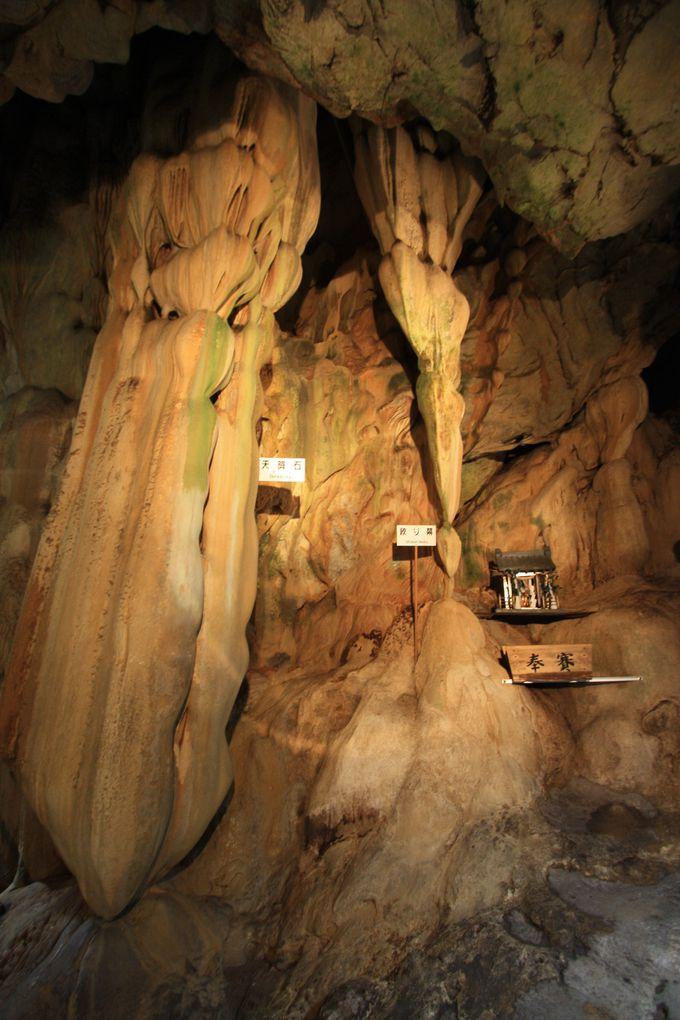 洞内最大の天降石は高さ11mもある鍾乳石!