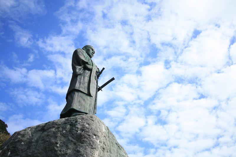 太平洋を望む中岡慎太郎像