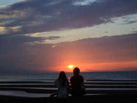 干潟を照らす美しい夕日!大分の真玉海岸へ夕景を見に行こう