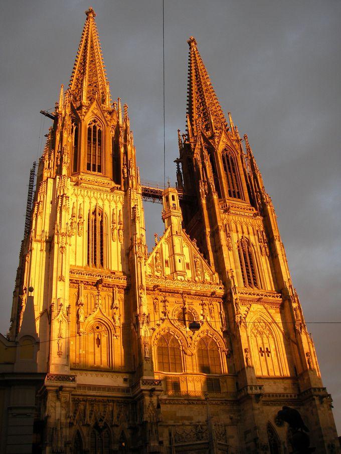 夕焼けに染まる大聖堂