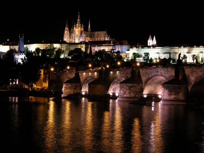 夜も見るべき!プラハ城のライトアップ