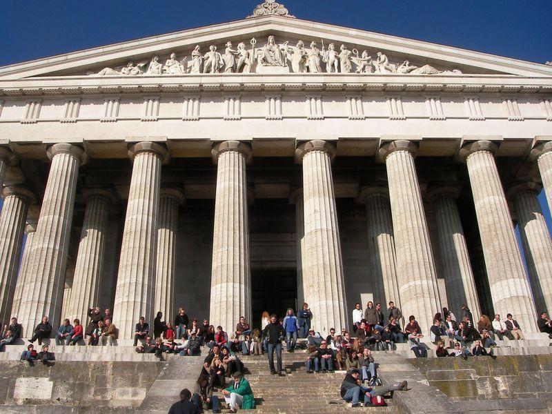 パルテノン神殿にそっくり!?ドイツ「ヴァルハラ神殿」は偉人の殿堂