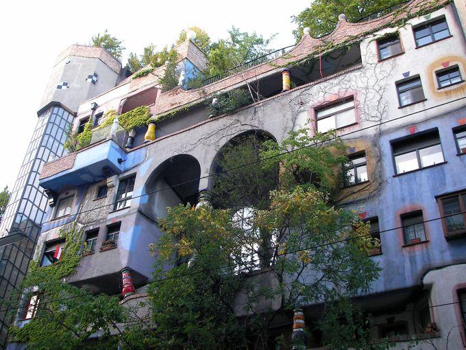 フンデルトヴァッサーハウスの特徴