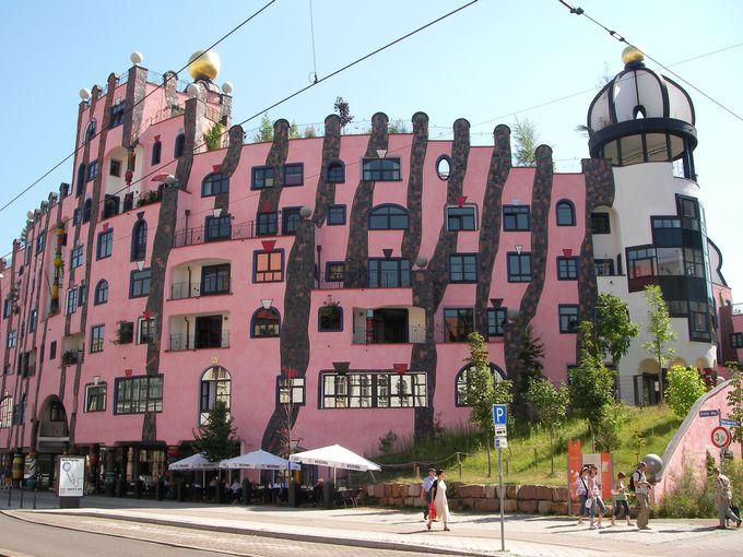 どう見てもピンクなのに『緑の砦』?