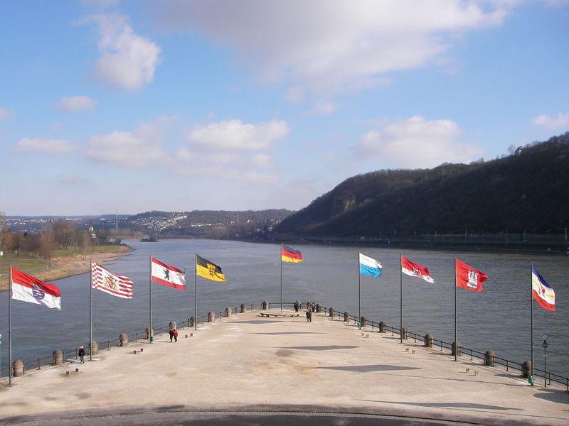 ライン川の見どころが集中!ドイツ中部・コブレンツ〜バッハラッハ