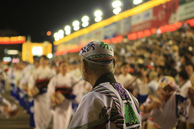 日本三大盆踊りの一つでもある阿波おどり、明るく熱いお祭り感を
