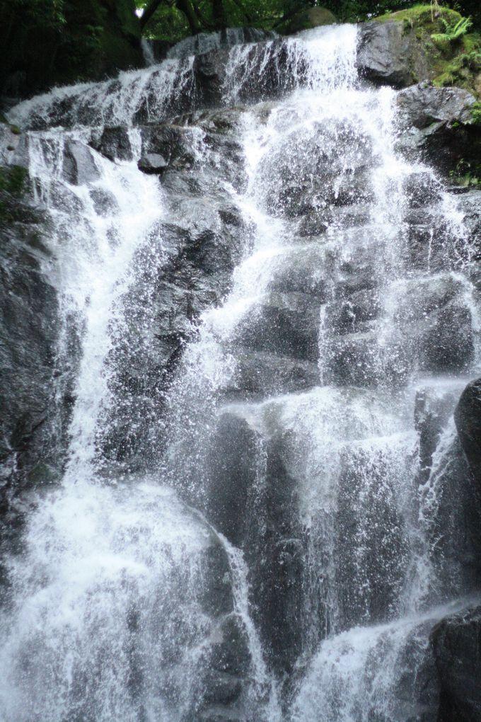 山の名所、白糸の滝