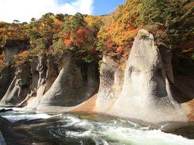 国内でも希少な見下ろす滝!「吹割の滝」は群馬の名紅葉スポット