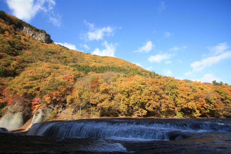 「吹割の滝」は群馬の名紅葉スポット!渓谷美と紅葉のコラボを