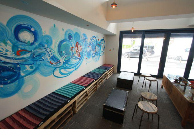 1・2階はおしゃれなカフェ&バー