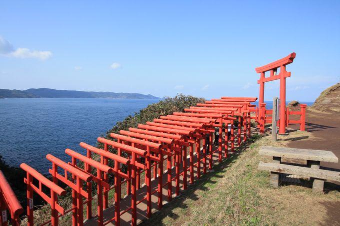 海に映える赤い鳥居「元乃隅神社」
