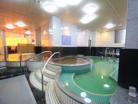 なんば駅から徒歩圏内のカプセルホテル!「天然温泉スパディオ」で癒しタイムを