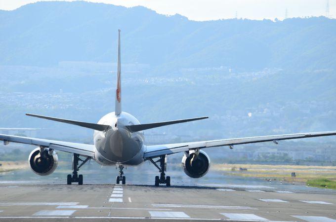 千里川土手は着陸間近の飛行機が見られる!