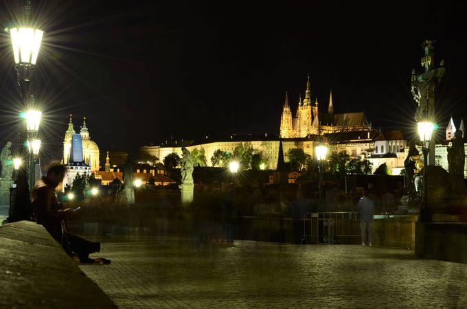 帰るにはまだ早い!夜のプラハ城もチェック