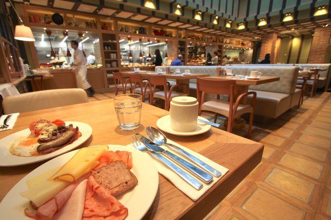 1階には大人気レストラン