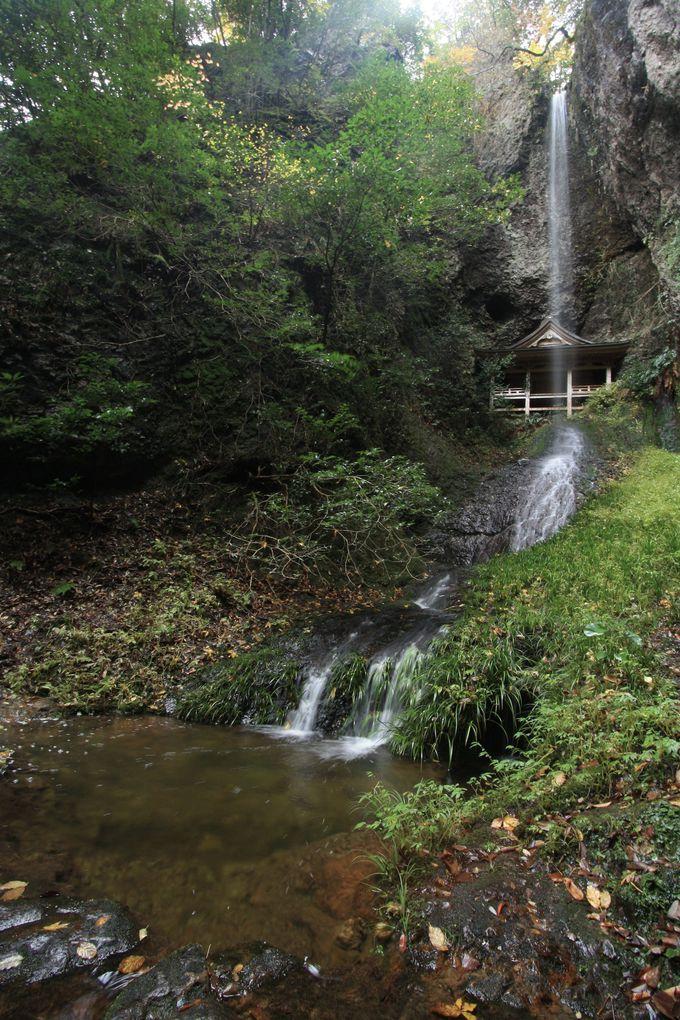 鰐淵寺発祥の地とも言われる浮浪の滝