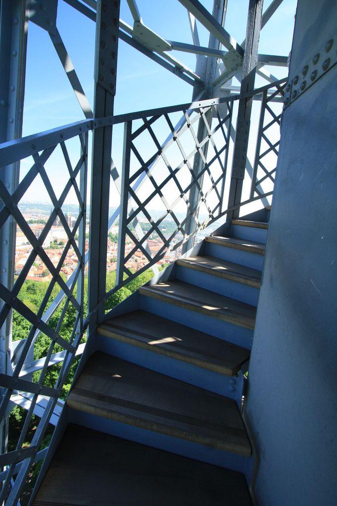 最上階までどうやって行く?