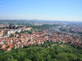 プラハの穴場スポットから街を一望!「ペトシーン展望塔」に上ろう