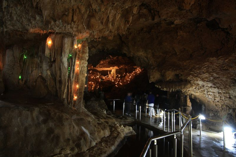 洞内イルミネーションも!石垣島鍾乳洞の幻想空間を楽しもう
