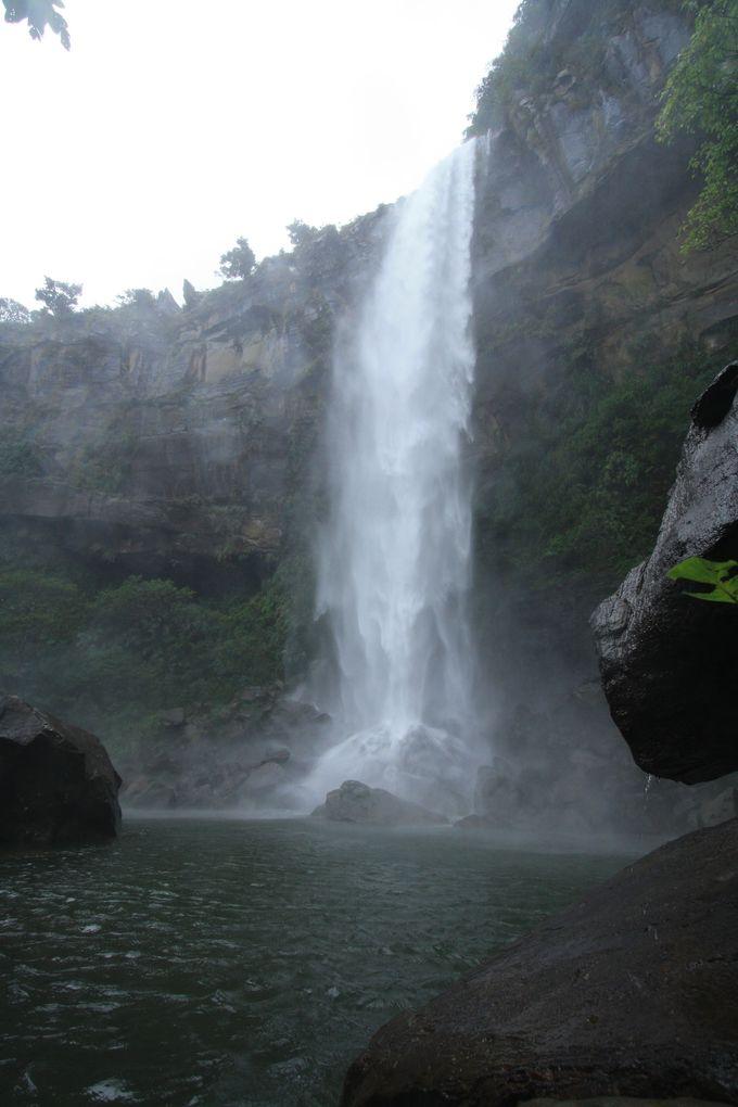 2.カヌー&クルーズでピナイサーラの滝へ