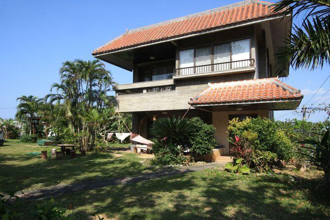 「島宿イリワ」メイン棟は赤瓦が美しい一軒家