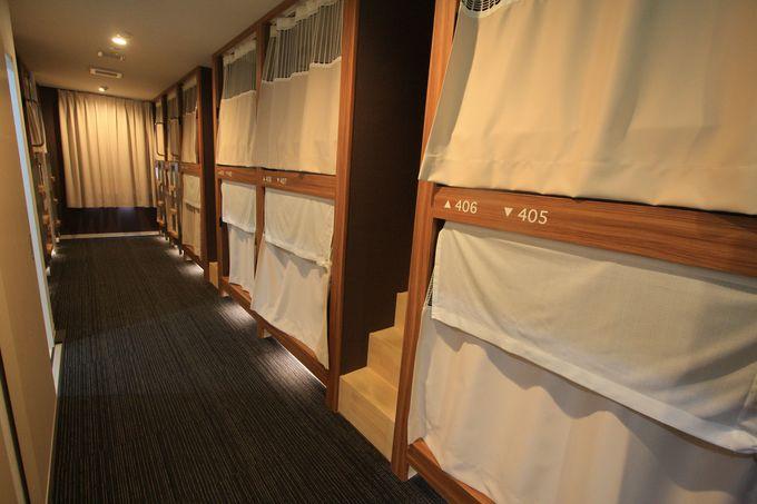 客室フロアは寝台列車や飛行機のファーストクラスをイメージ
