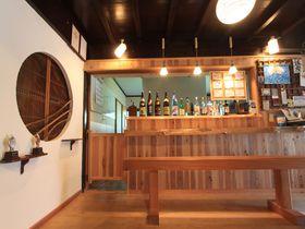 隠岐の古民家ゲストハウス「KUSUBURU HOUSE」で地酒の乾杯を