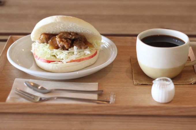 朝食には食べ応えのあるサンドイッチを
