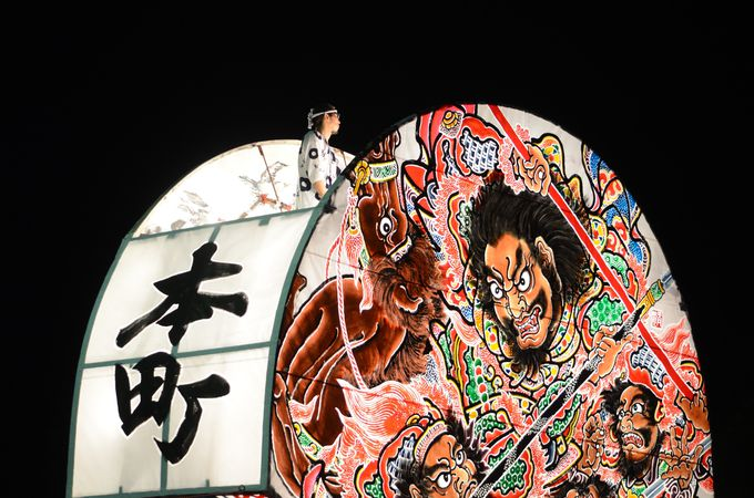 弘前ねぷたのメインは大きな扇